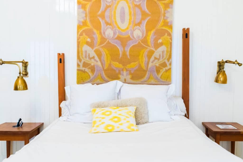 Deine Matratze könnte mal wieder eine Auffrischung vertragen? Wir kennen einen schnellen, einfachen und kostengünstigen Trick.