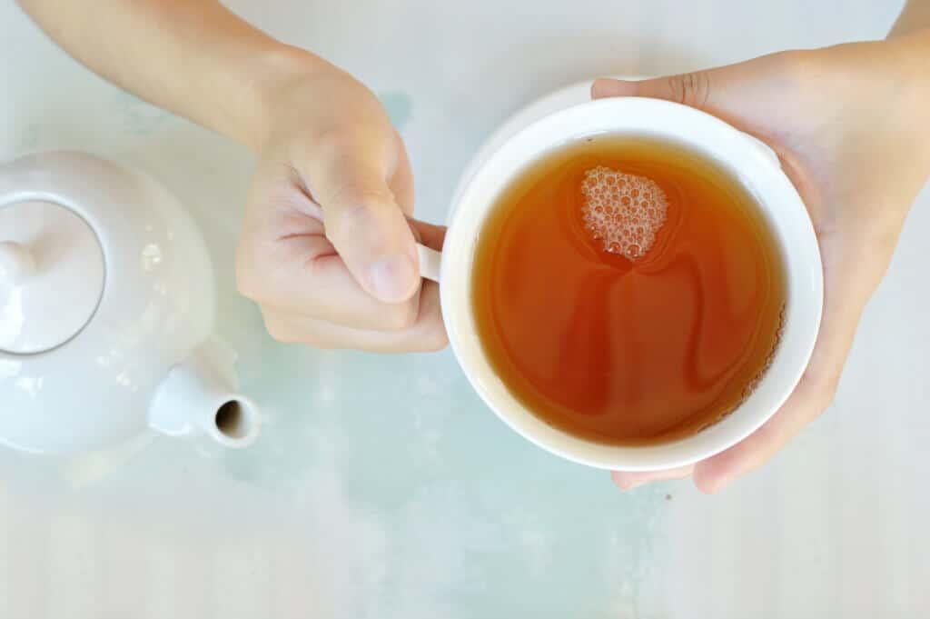 Welche Teesorten helfen beim Einschlafen? Wir haben die Antwort.