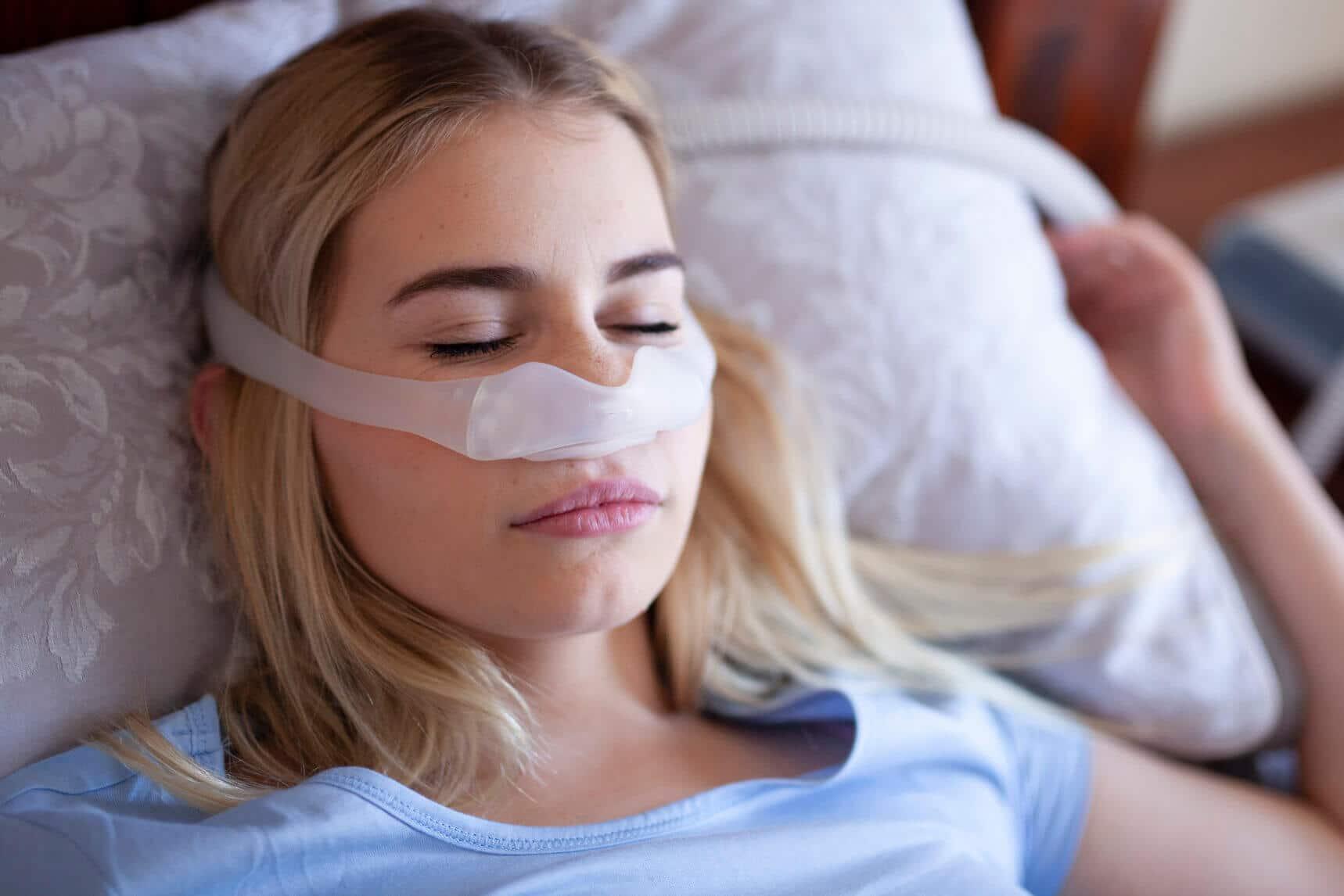 Schlafapnoe kann sich in unterschiedlichen Symptomen widerspiegeln.