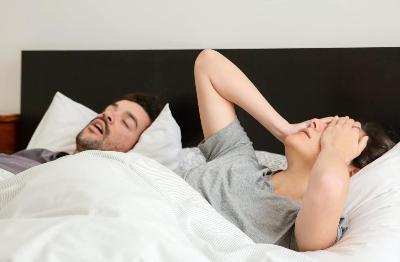 Schnarchen kann die Nachtruhe erheblich beeinträchtigen